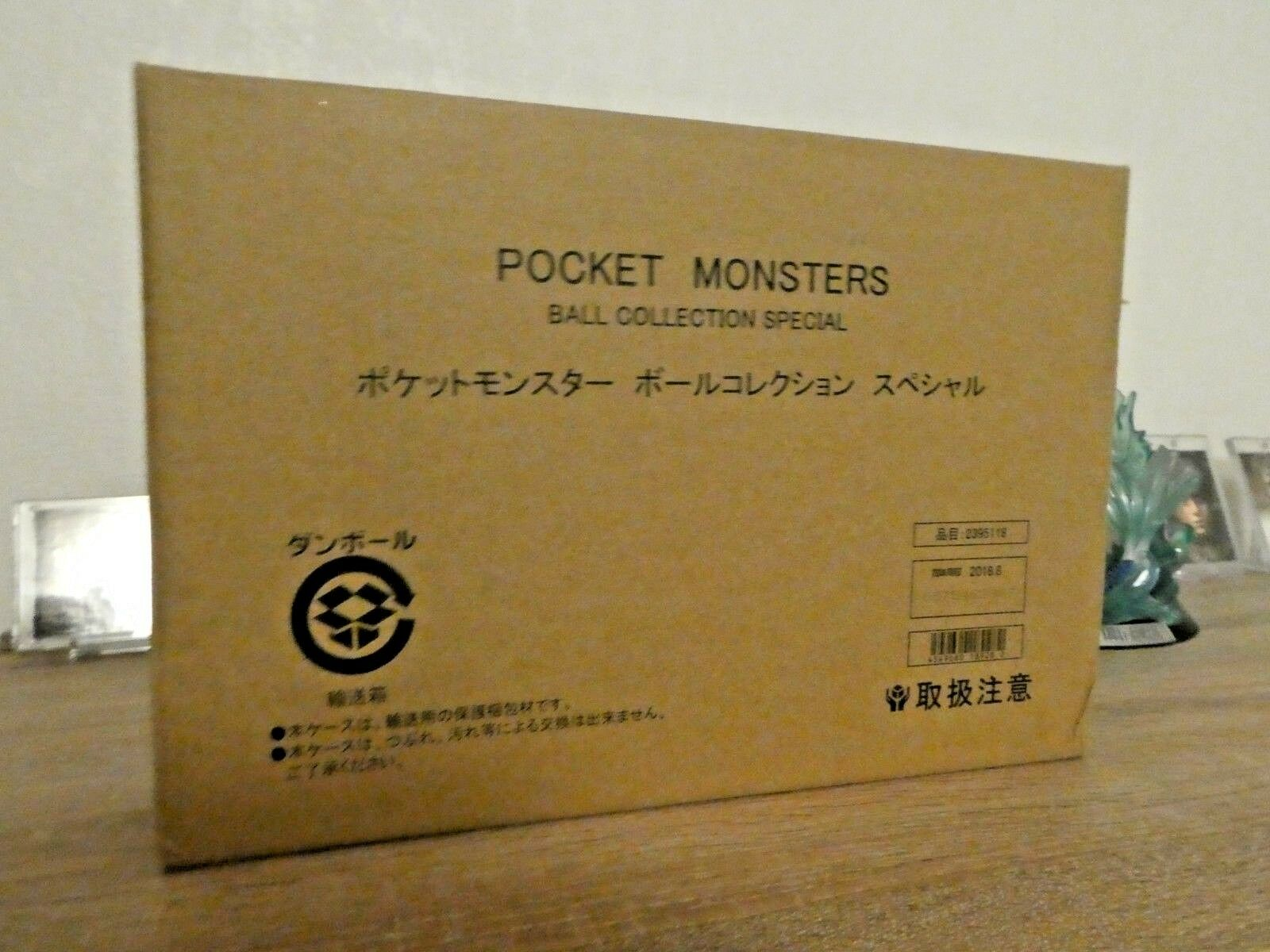POKEMON ULTRA RARE POKEBALL SPECIAL COLLECTION LIMITED COLLECTOR