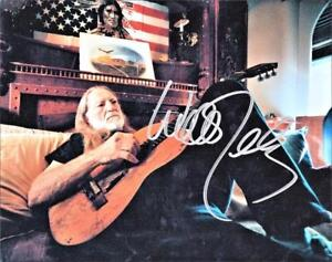 Willie-Nelson-Beautiful-Photo-at-Home-Autograph-Reprint