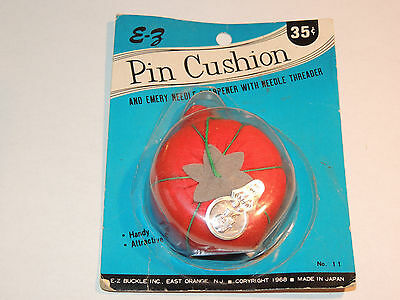 1968 Tomato and Strawberry Pin Cushion and Needle Threader original pack (10016)