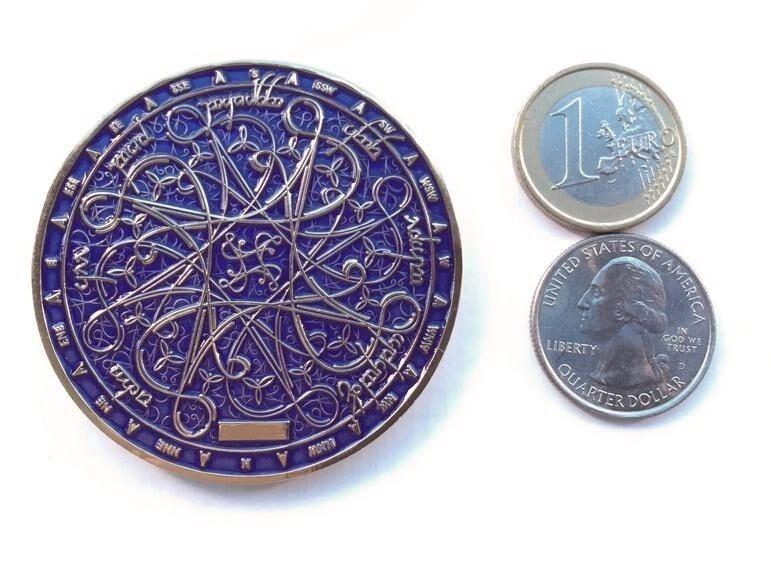 Tengwar Nawal Geocoin Tolkien scavok VHTF oro púrpura 2