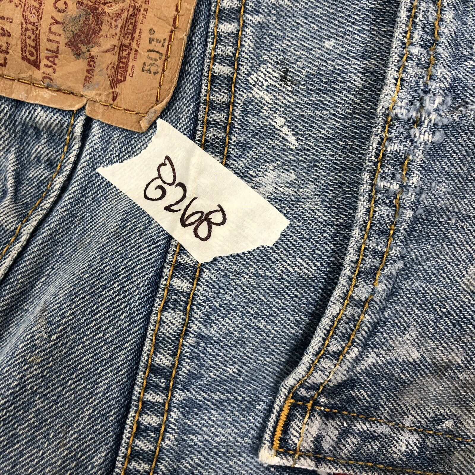 vtg 90s LEVI'S 501 Faded Work Worn Button Fly Jea… - image 11
