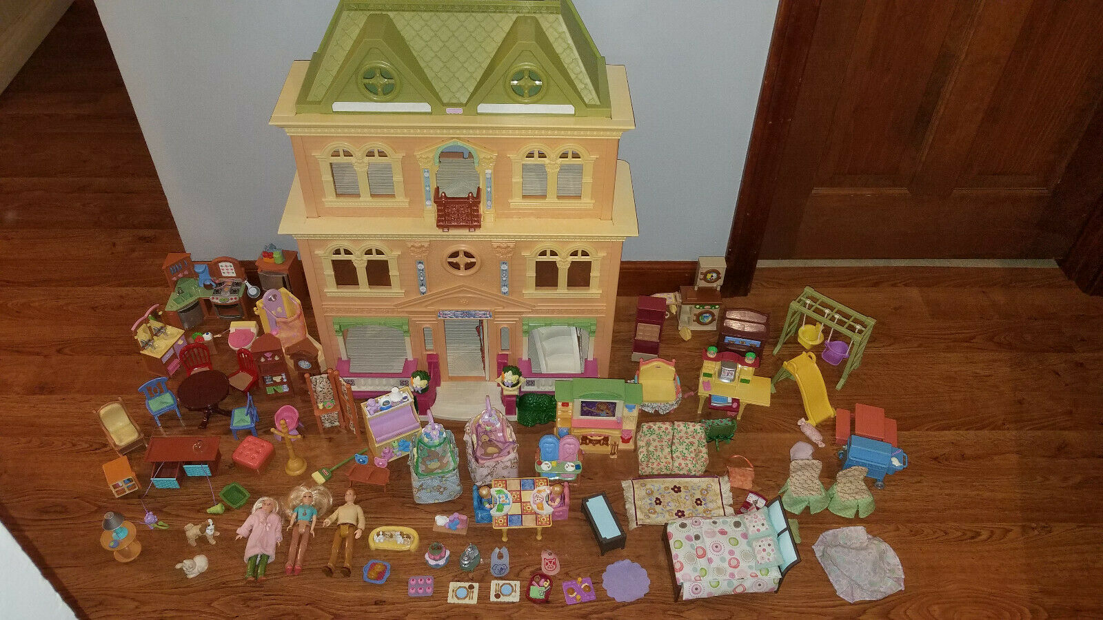 Fisher -Price Loving Family Dolls House Mansion w   Tons of Tillbehör Babies Mamma