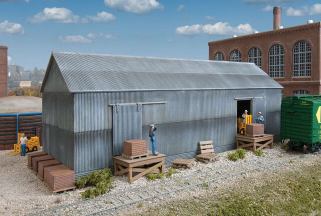 NEW Walthers HO Building Kit Corn Storage Silos /& Elevators 933-2975