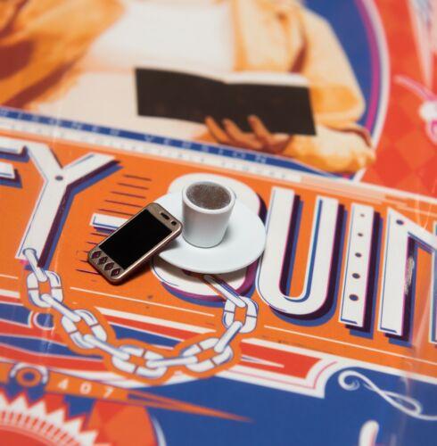 HOT TOYS Harley Quinn PRIGIONIERO Cellulare /& Caffè Cup1//6 MMS407 SQUADRA SUICIDA