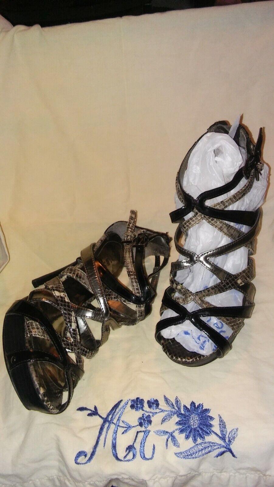 Guess Cross Strap Silber on Blk & Wht Snake 4.5 4.5 4.5  Spike Zipper Open Heel Sandal 6cfcd5