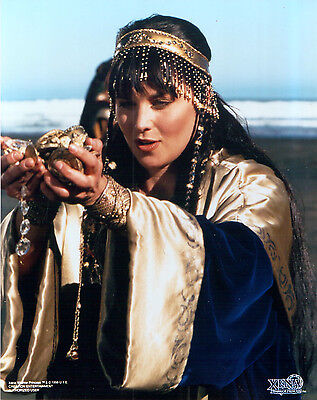 Xena Creation Entertainment 8x10 photograph XE-LL11 Xena in headdress and gown