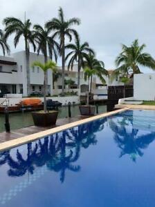 Casa en venta con frente a canal Cancun Isla Dorada