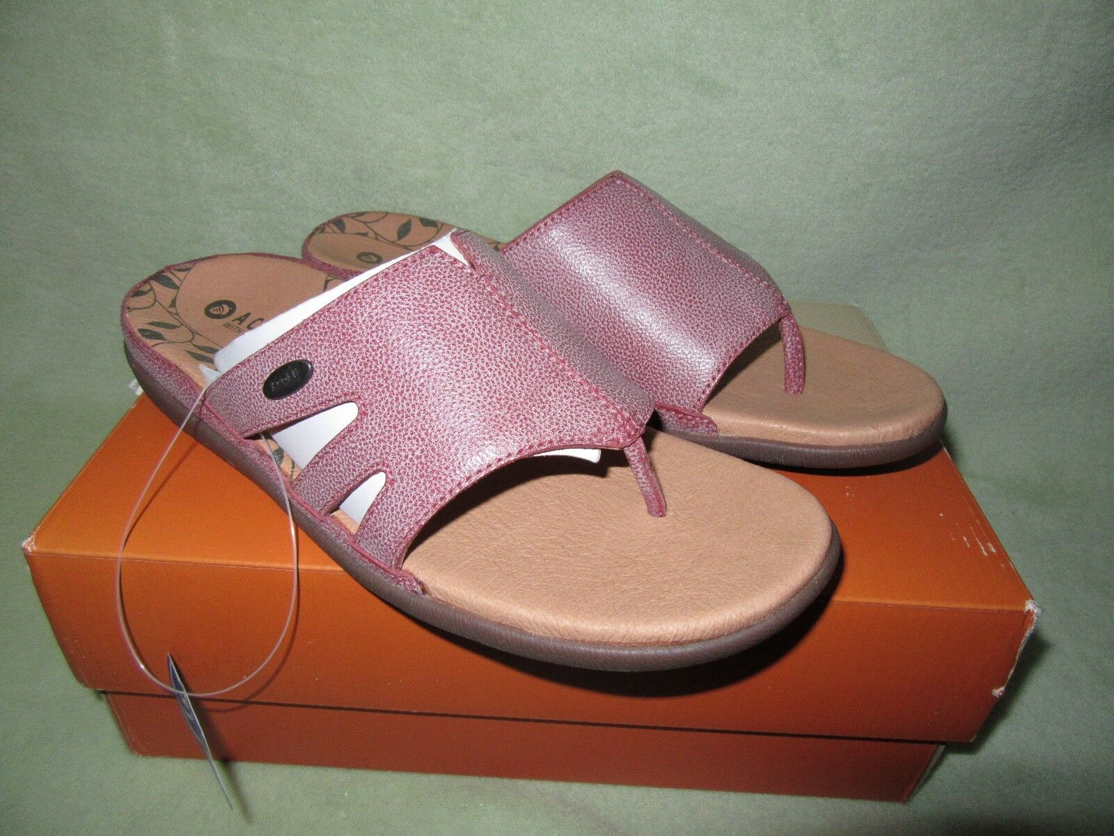 Acorn  Prima Cutaway sz 8 Mauve Leather Upper and Lined Thong Sandals CUTE NIB