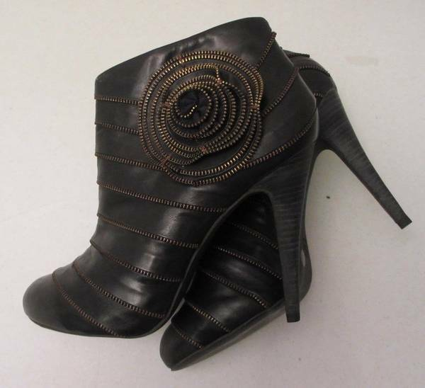 BRAND NEW BCBG MAX AZRIA BLACK LEATHER pinkTTE ANKLE BOOTS 10B (40)