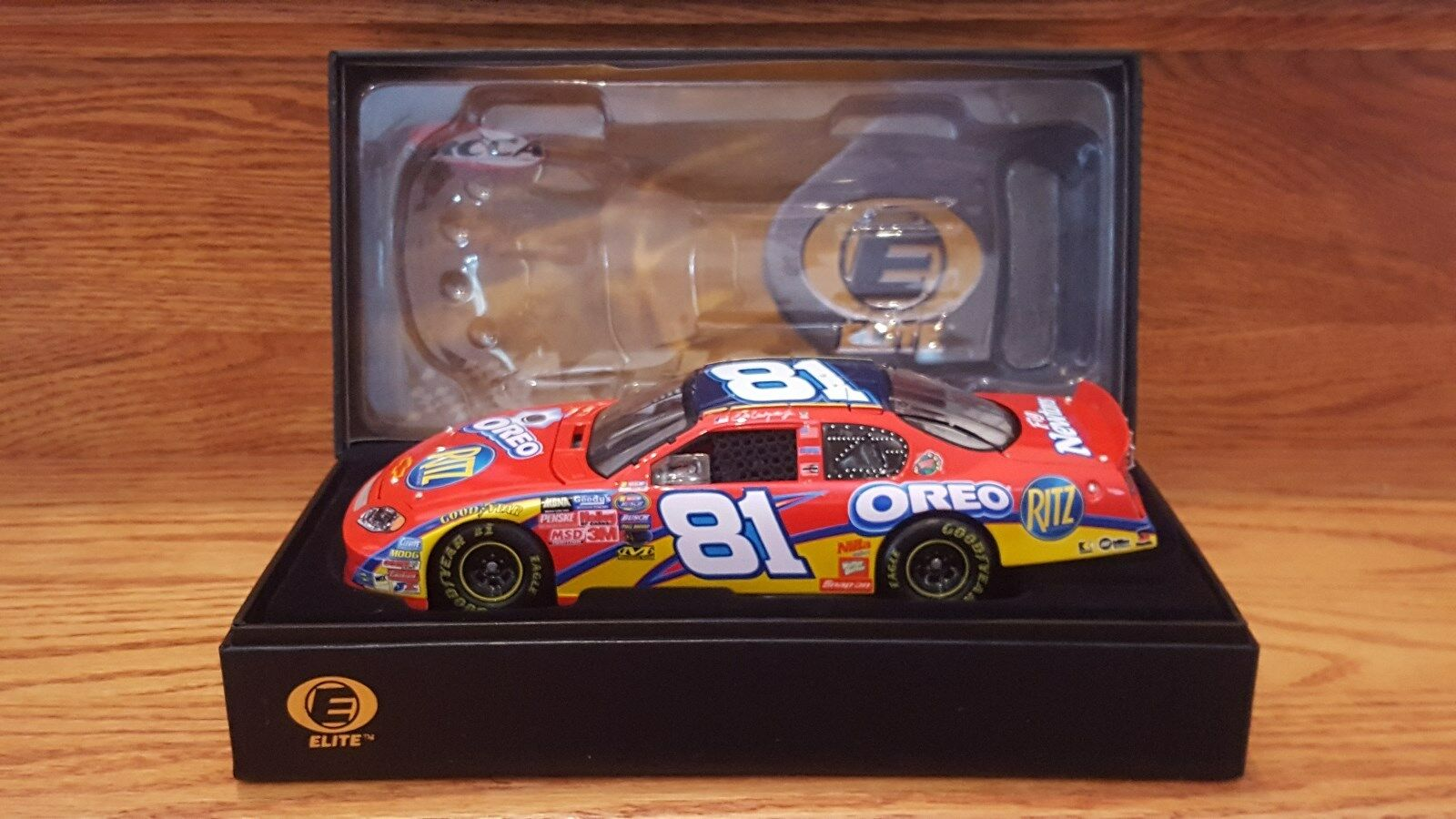 Dale Earnhardt Jr 2005  81 Oreo Ritz Chevy Monte Carlo Action Racing Collectables Club of America Elite 1 24