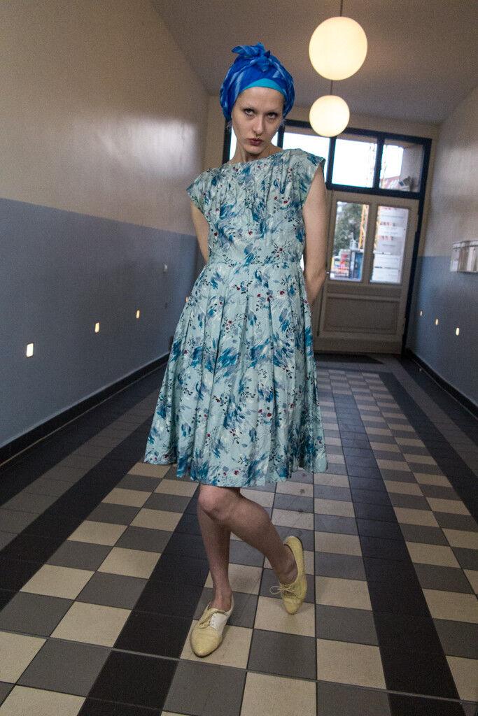 Sommerkleid handgefertigt Viskose mit Blaumenmuster 60s TRUE VINTAGE summer dress