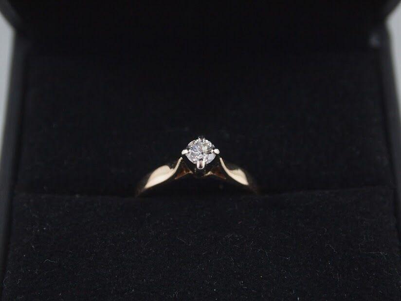 14kt Ladies diamond solitair ring Appraised at  1600