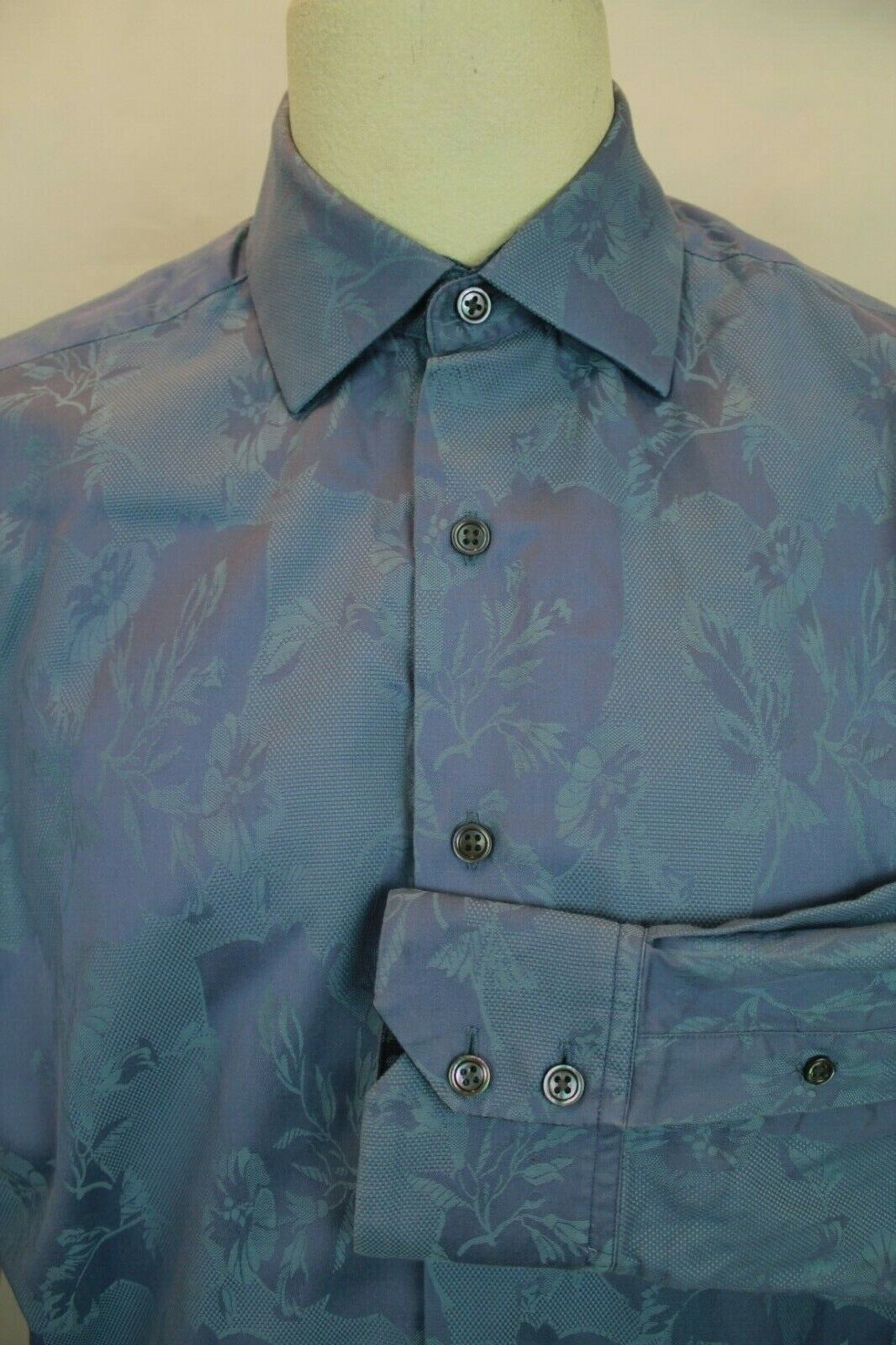 ROBERT GRAHAM DESIGNER LUXURY blueE EMBOSSED EMBROIDERED DRESS SHIRT SIZE M VGC