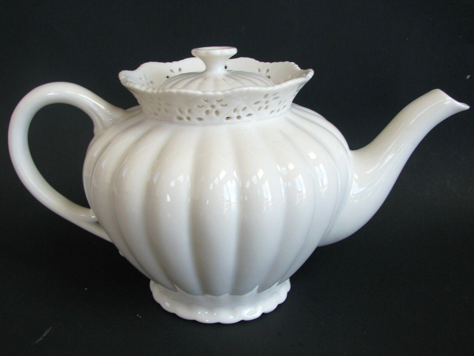 NEW GRACE TEA WARE WHITE TEA,COFFEE POT,TEAPOT-4.5 CUPS 36 OZ