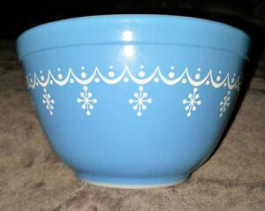 Vintage Pyrex Snowflake Garland 443 Cinderella Mixing Bowl