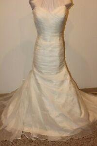 NWT-Size-16-Sincerity-Bridal-3915-ivory-organza-bridal-gown-mermaid-wedding