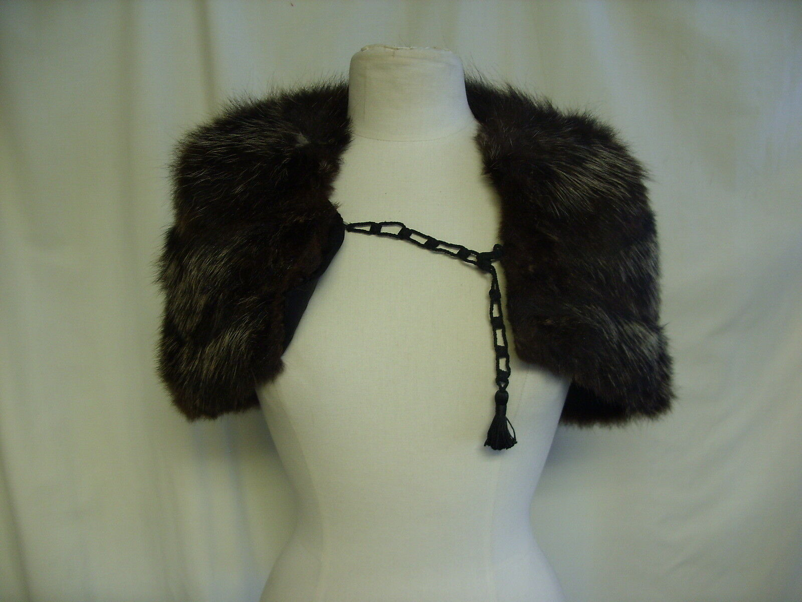 Ladies Real Fur Stole small, dark brown fox 21  across, 12  wide, some wear 7790