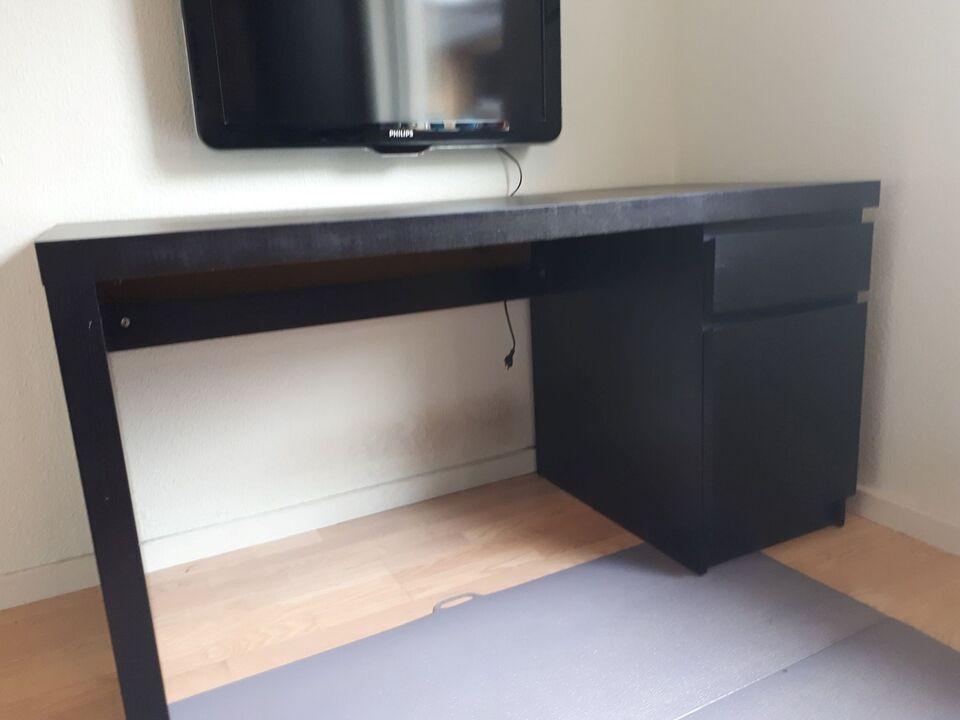 Lækker Kompakt Sort Skrivebord til... – dba.dk – Køb og Salg af Nyt og Brugt TU-39