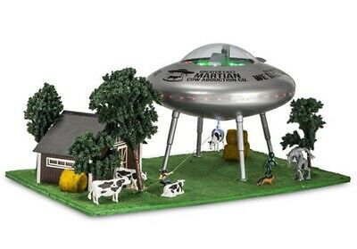 MENARDS-OPERATING-UFO-ACTION-LIGHTS-DIORAMA-AREA-51-ROSWELL-LIONEL-ALIEN