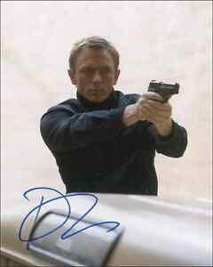 Daniel-Craig-James-Bond-007-with-Gun-Reprint-Signed-8x10-Photo-Picture-Print-NEW