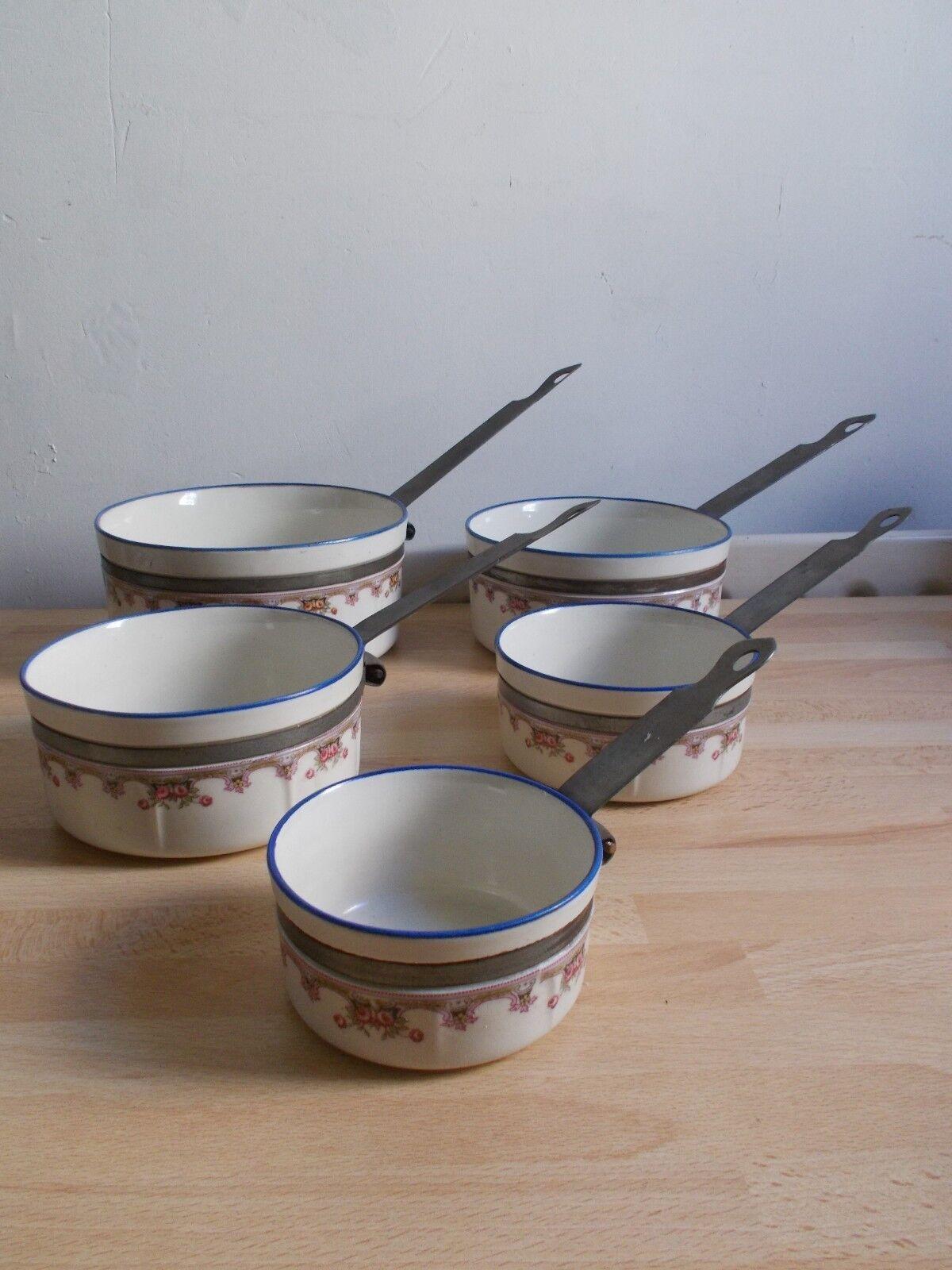 Série de de de 5 casseroles en porcelaine avec cerclage et manche métal décor floral 5baef0