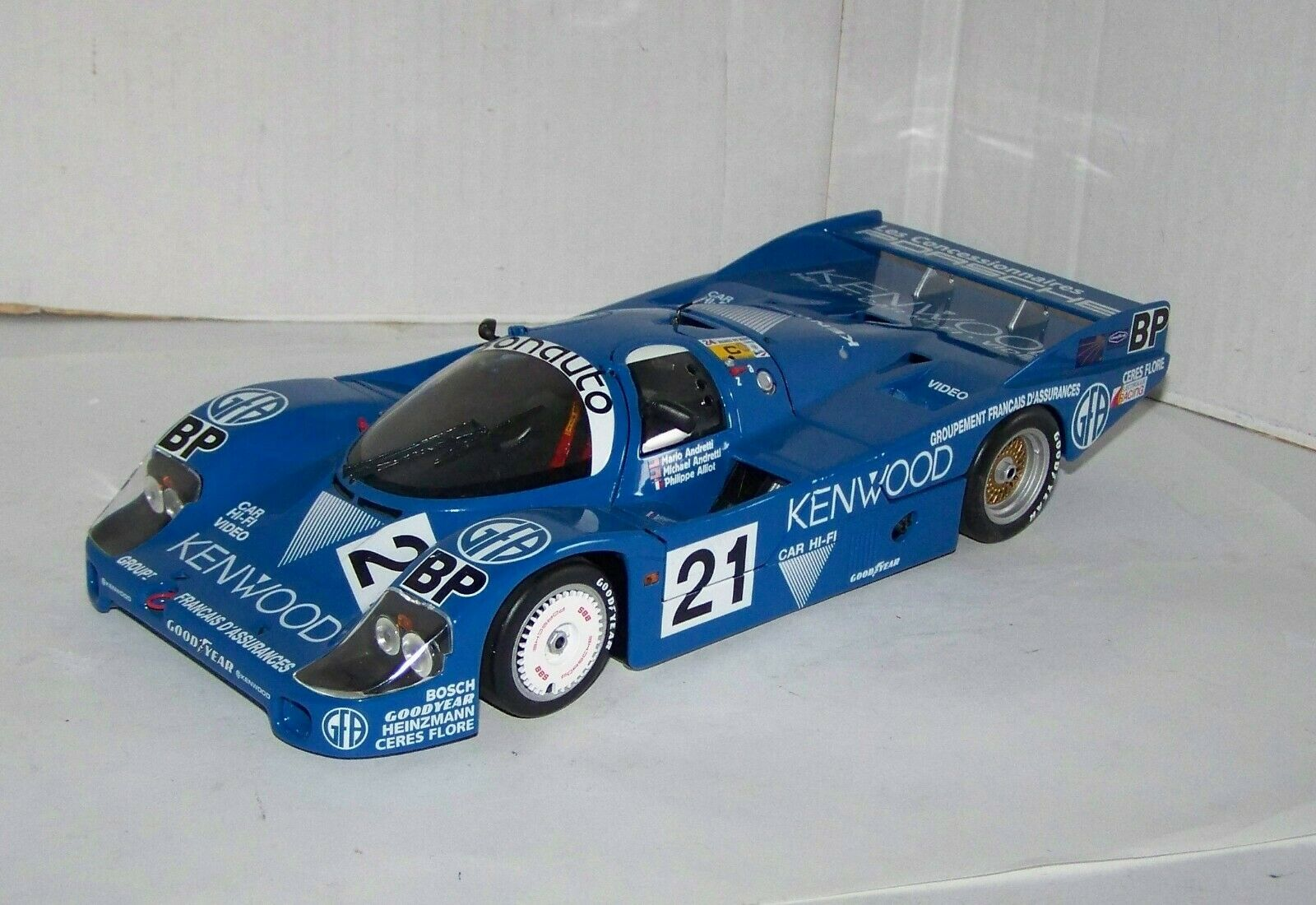 Minichamps 1 18,  Porsche 956, No. 21, blau, 1982-86, lesen, XR8914X