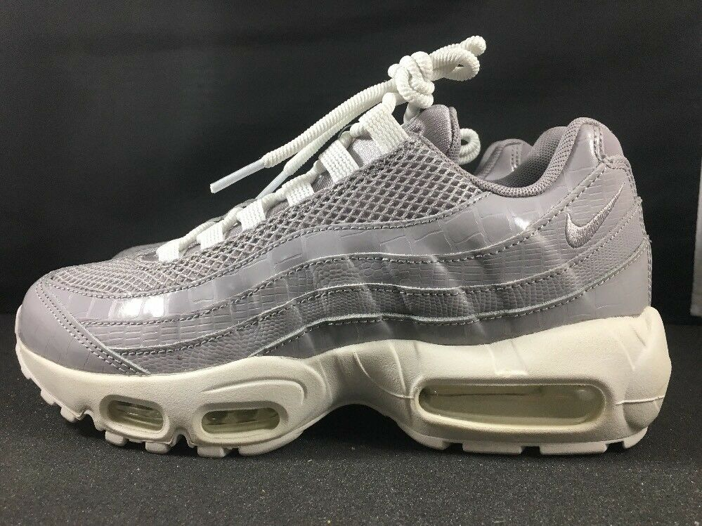 Women's NIKE AIR MAX 95 RUNNING SHOE GREY WHITE SIZE 7