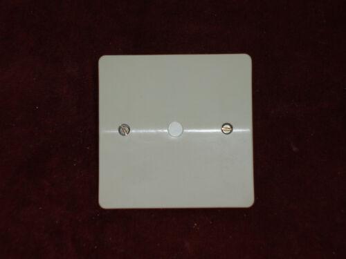 Plaque d/'obturation à griffes modèle Neptune Legrand neuf