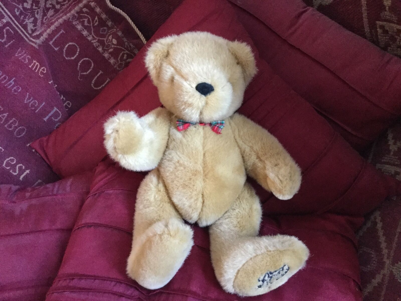 RARE HTF BOOTS goldEN BROWN FULLY JOINTED TEDDY BEAR SOFT TOY WEARING BOW VGCC
