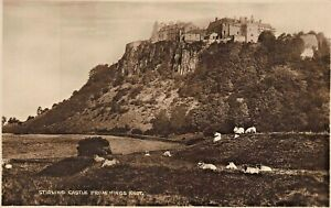 STIRLING-CASTLE-SCOTLAND-LOT-OF-2-PHOTO-POSTCARDS-FROM-KINGS-KNOT-PALACE