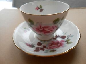QUEEN ANNE VINTAGE CUP AND SAUCER PRETTY PINK ROSES BEAUTIFUL #8228 RARE!