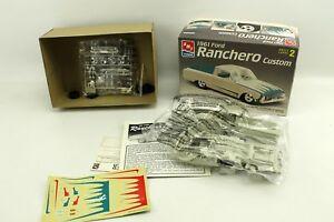 1961-Ford-Ranchero-Custom-AMT-Ertl-Skill-2-Model-Car-Kit-8062-1997-1-25