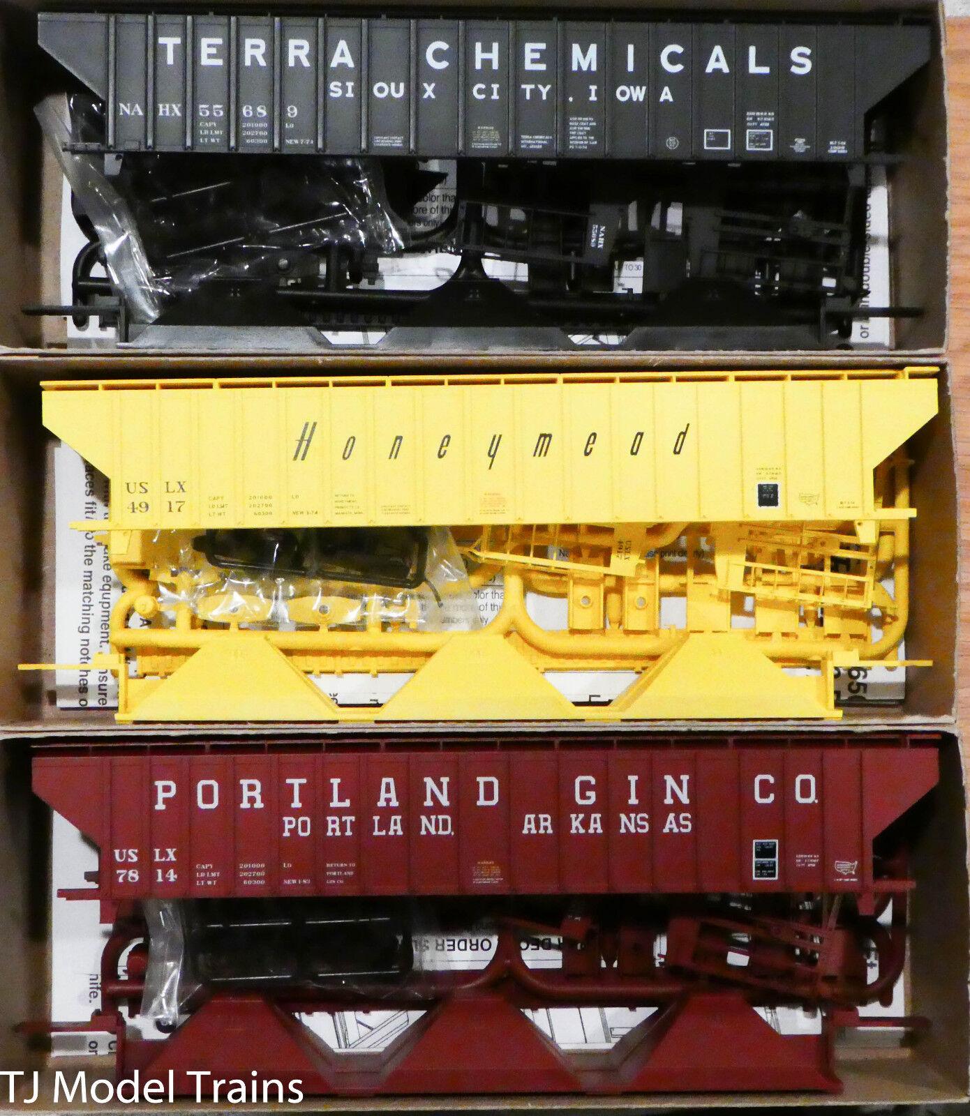 Accurail HO  8102 Pullman Standard Coverosso Hoppers  Tera Chem, Portland, Hnymd