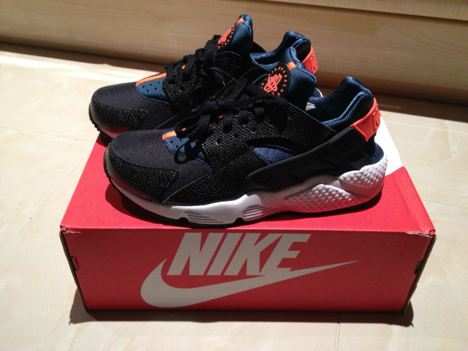NIKE AIR HUARACHE BLACK orange blueE SIZES 4, 5, 6, 7 LIMITED EDITION NEW LOOK