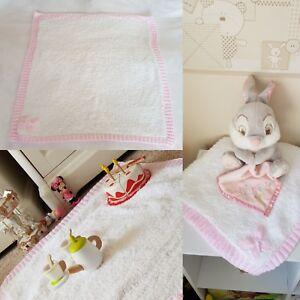 "Filles Rose /& Blanc Papillon baby blanket Knitting Pattern 61x76cm//24x30/"""