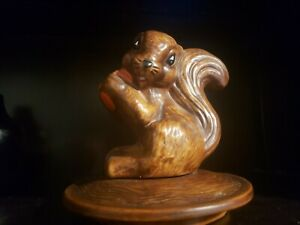 Vintage-Ceramic-Lid-Retro-70s-Happy-Squirrel-with-Nut-Brown-Heavy-7-034-stamped