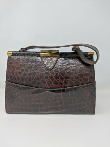 ***Vintage GENUINE ALLIGATOR Vassar frame bag!