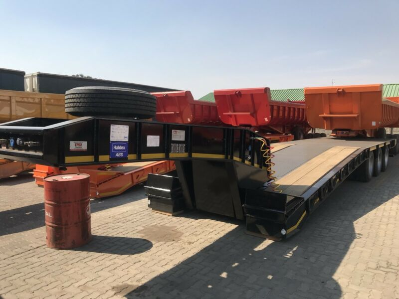 New PR trailer hydraulic neck low beds
