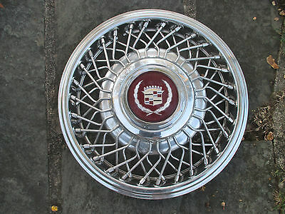 one 1985 to 1987 Cadillac Deville locking 14 inch wire spoke hubcap