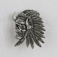 Biker Western Indian Skull Indianer Totenkopf Federn Pin Anstecker Anstecknadel
