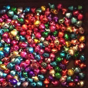 LOT-50-Clochettes-Grelots-Multicolores-8-x-6-mm