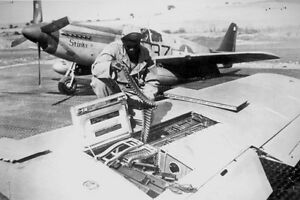 B-amp-W-WW2-Photo-WWII-US-Army-P-51-Mustang-Wing-Guns-Ammo-World-War-Two-USAAF