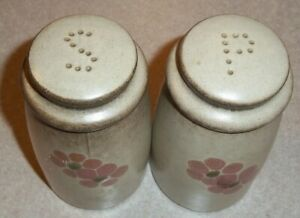 DENBY-GYPSY-Salt-amp-Pepper-Shakers-4-1-4-Excellent-Condition-with-stoppers