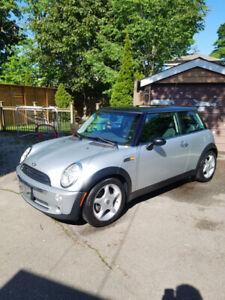 Clean 2005 Mini Cooper!!