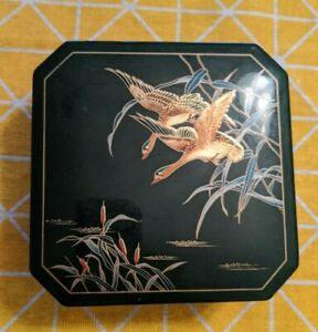 Japanese-Vintage-Lacquer-Trays-and-Coaster-Set