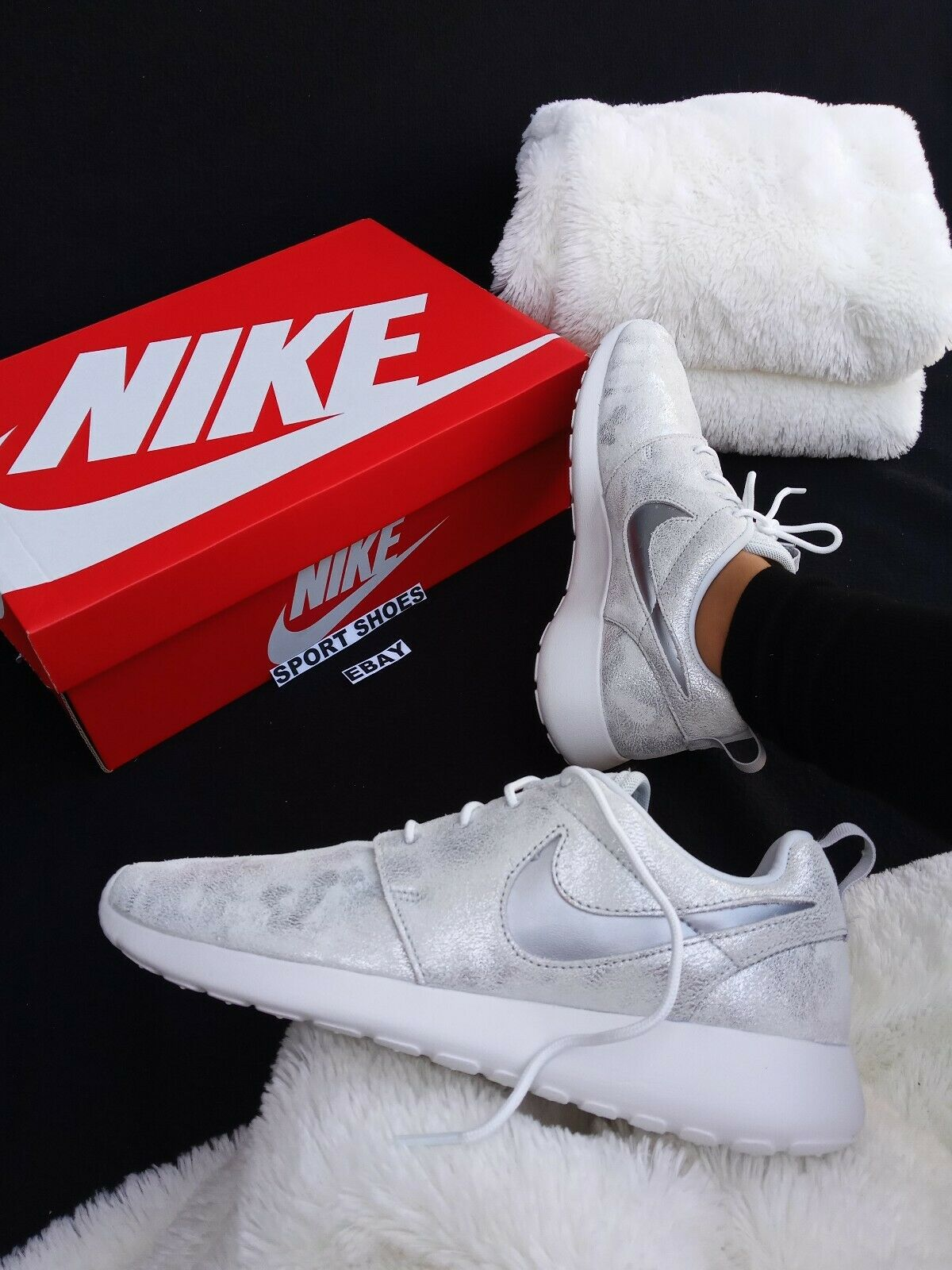 SIZE SIZE SIZE 9.5 WOMEN'S NIKE AIR MAX ROSHE ONE METALLIC SILVER WHITE RUNNING CASUAL 4b77f2
