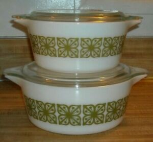 2 VINTAGE SEATED  PYREX LIDDED CASSEROLES VERDE GREEN SQUARE FLOWERS