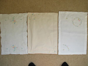 3 pretty vintage  floral embroidered mats - <span itemprop=availableAtOrFrom>Taunton, United Kingdom</span> - 3 pretty vintage  floral embroidered mats - Taunton, United Kingdom