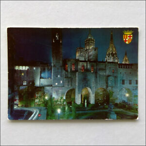 Barcelona-Gothic-Suburb-Berenguer-039-s-Square-by-night-Postcard-P371