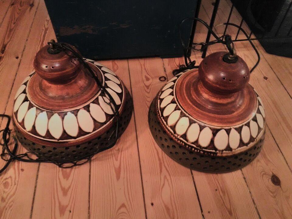 Anden loftslampe, Keramik